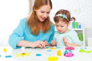 Как с помощью лепки из пластилина развить у ребенка образное, абстрактное и логическое мышление. Рекомендации родителям.